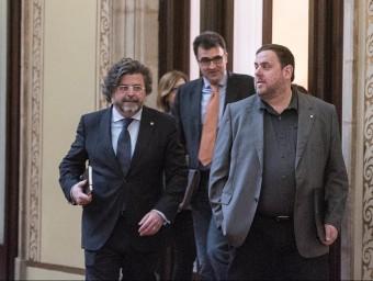 El vicepresident Oriol Junqueras amb Antoni Castellà i Lluís Salvadó, ahir al Parlament Foto:JOSEP LOSADA