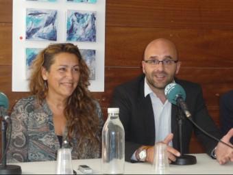 Blanca Arbell (ERC) i Jesús Marín (CDC) quan van signar el pacte de govern Foto:T.M