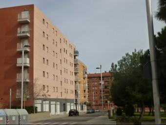 Els habitatges d'aquest bloc del carrer Riu Ter de Campclar seran revisats Foto:JOSEP CARTANYÀ