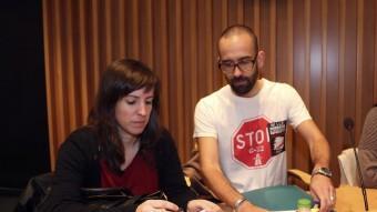 Els regidors de la CUP, Clara Castrillo i Jaume Pujadas, en un ple municipal. Foto:QUIM PUIG