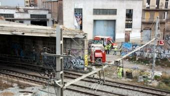 Els Bombers de Barcelona, desplaçats ahir fins a l'antiga estació d'Arc de Triomf Foto:ACN