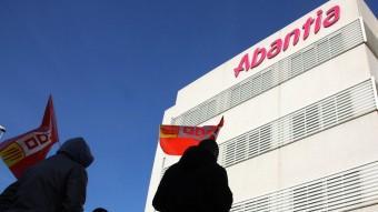 Imatge de la protesta de treballadors d'Abantia davant la seu del grup a Sant Boi de Llobregat el passat 2 de febrer per reclamar el pagament de les nòmines Foto:ACN