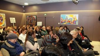 L'assemblea de veïns es va celebrar ahir a la tarda al Centre Cívíc Barri Vell - Mercadal Foto:JOAN SABATER