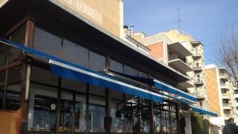 La façana de l'Ateneu Arenyenc des de la terrassa del bar, situat al passeig. Foto:E.F