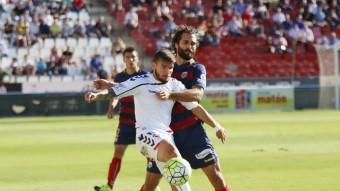 Portu, defensat per Fran Cruz en el partit de la primera volta a Albacete Foto:LOF