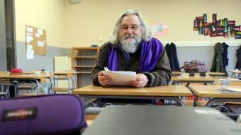 Àngel Daban, a l'aula on treballa a l'institut Carles Rahola de Girona. Foto:MANEL LLADÓ