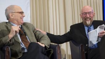 Els cofundadors de l'observatori LIGO Kip Thorne (dreta) i Rainer Weiss, durant la presentació dels resultats Foto:SHAWN THEW / EFE