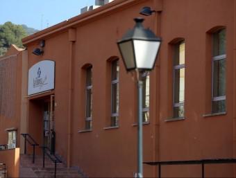L'entrada del Centre Cívic de La Fàbrica, on el govern local ha impulsat l'oferta cultural perquè sigui un punt de trobada i cohesió pels veïns Foto:QUIM PUIG