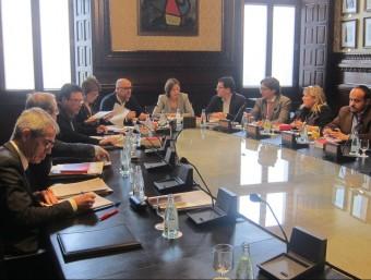 Reunió dels membres de la mesa del Parlament ahir a la cambra catalana abans de la junta de portaveus. Foto:EP