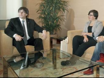 Mireia Boya, Carles Puigdemont i Anna Gabriel ahir, al Palau de la Generalitat Foto:EFE