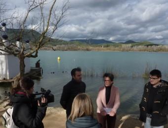 Bosch, Masgrau i Juan parlant amb la premsa ahir al passeig Darder. Foto:R. E