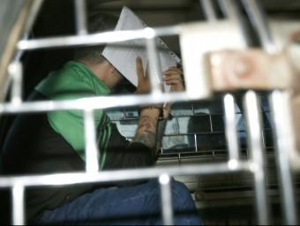 Segarra, ahir, sortint dels jutjats de Bangkok on li van notificar l'allargament de la detenció Foto:N. SANGNAK/EFE