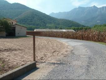 El defectuós estat en què una organització especialitzada en la mateixa estafa va deixar el 2012 un camí, a la Vall d'en Bas Foto:J. C