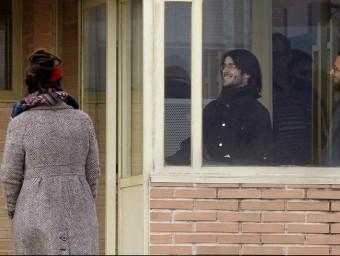 Els dos joves titellaires e sortir de la presó Foto:EFE