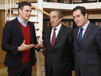 Pedro Sánchez explicant ahir al líder patronal Joan Rosell el programa del PSOE per forjar una investidura Foto:EFE
