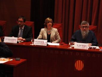 Borràs i el president de la comissió Joan Garriga (CUP) ahir al Parlament Foto:ACN