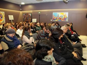 Un moment de l'assemblea de veïns del Barri Vell que es va fer dimecres al centre cívic del mateix barri Foto:JOAN SABATER