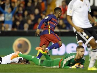 Kaptoum celebra el gol que situa en 29 els partits invicte del Barça de Luis Enrique Foto:EFE