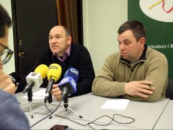 El president de JARC-COAG, Joaquim Suñer, de Girona i el productor de llet Jaume Oliver. Foto:ACN