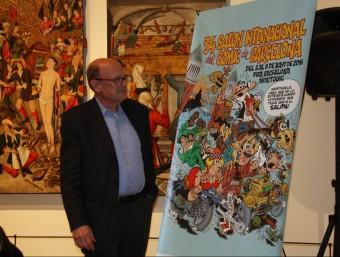 Francisco Ibáñez, creador dels personatges Mortadel·lo i Filemó, al MNAC, contemplant el cartell del saló Foto:ACN
