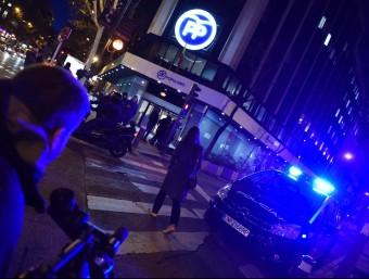 La policia va registrar ahir la seu del PP de Madrid, situada a la primera planta de la seu general del partit Foto:AFP / GERARD JULIEN