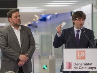 El president de la Generalitat, Carles Puigdemont, i el vicepresident del govern, Oriol Junqueras, durant la inauguració de la Línia 9 Foto:EFE