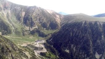 Vista dels accessos i part de les instal·lacions de Vallter 2000, des del pic del Gra de Fajol de DaltRamon Esteban