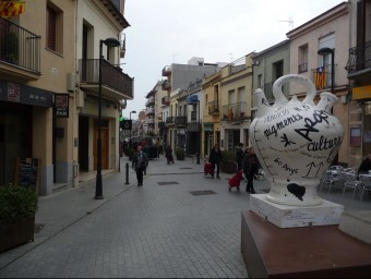 El carrer Gran d'Argentona és l'eix comercial. Foto:LL.A