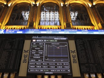 Un panell de la borsa de Madrid reflecteix la situació dels valors a l'inici de la sessió d'aquest divendres Foto:EFE
