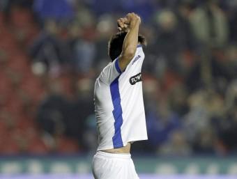 Gerard Moreno és lamenta per un gol errat aquesta temporada. Sergio Carcía celebra una diana el curs anterior. Foto:FERRAN CASALS