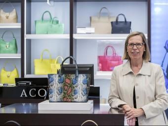 Cristina Colomer, presidenta d'Acosta, a la botiga que té a El Corte Inglés de Francesc Macià.  Foto:JOSEP LOSADA