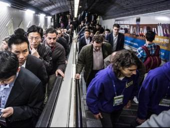 El tram central de la L9, a mig fer i sense calendari d'inauguració, ajudaria a repartir els usuaris del metro que ara tendeixen a concentrar-se.  Foto:ARXIU/JOSEP LOSADA
