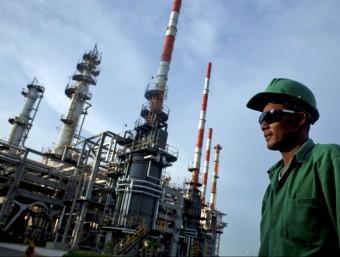 El sector petrolier ha estat dels més castigats.  Foto:ARXIU
