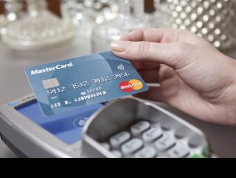El pagament en metàl·lic, de mica en mica, deixa pas a totes les altres vies de fer transaccions  Foto:ARXIU