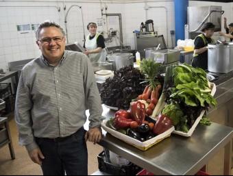 Oriol Notario, director general d'Ecotaula a un dels menjadors escolar.  Foto:JOSEP LOSADA