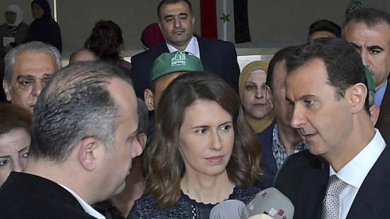 Al-Assad amb la seva dona, parla amb els mitjans després de votar Foto:EFE
