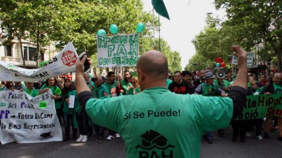 Manifestació de la PAH a favor de la llei antidesnonaments, aquest divendres a Barcelona Foto:ACN