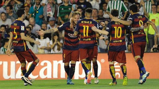 Els jugadors del Barça celebren el gol de Rakitic Foto:AFP