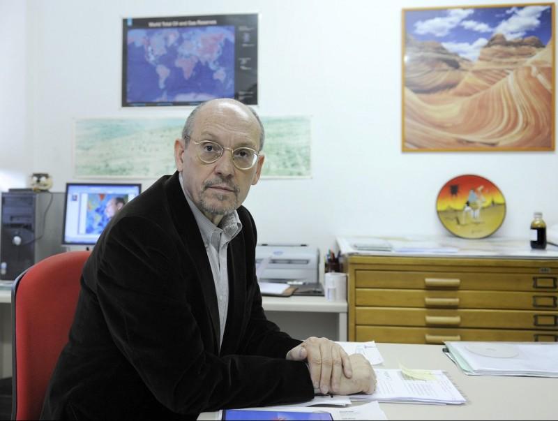 Mariano Marzo, al seu despatx de la Facultat de Geologia.  Foto:JOSEP LOSADA
