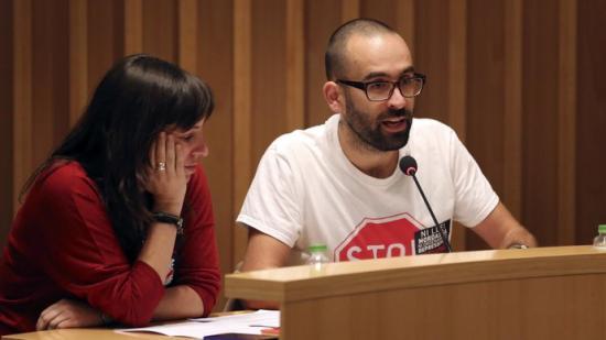 Els regidors de la CUP, Clara Castrillo i Jaume Pujadas, en un ple. Foto:QUIM PUIG