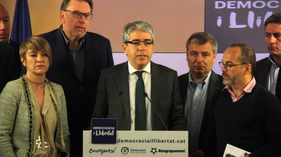 Homs, acompanyats del diputats i senadors del grup, en la roda de premsa a la seu de CDC Foto:ACN
