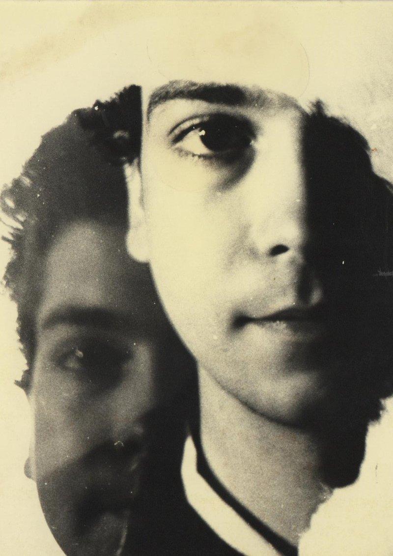 David Castillo en una imatge del 1980, quan el seu amic Salvador Rodés va captar la doble personalitat del jove poeta.
