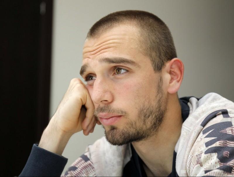 Pau López en un moment de l'entrevista amb aquest diari a la Ciutat Esportiva Dani Jarque. Foto:FERRAN CASALS