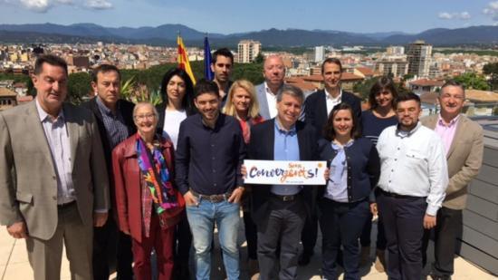 Fotografia de grup de la candidatura de CDC a Girona per al 26-J, feta ahir al migdia a l'Hotel Bellavista. Xuclà va revelar que l'eslògan de campanya serà 'Fets per Catalunya' Foto:EPA