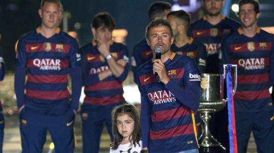 Luis Enrique, dilluns al Camp Nou amb la seva filla, té ara una feina clau per garantir futurs títols. donar baixes i fitxar bé. Foto:QUIQUE GARCÍA / EFE