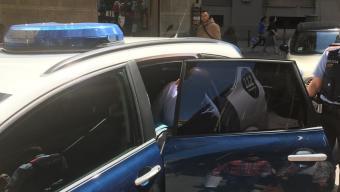 El detingut a Barcelona entrant al cotxe dels Mossos. Foto:SER CATALUNYA