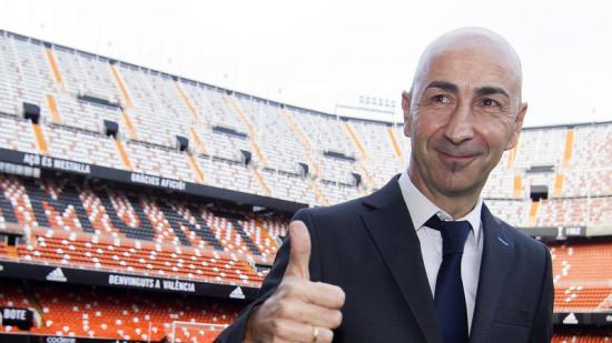 Ayestarán, a la gespa de Mestalla després de l'acord Foto:EFE