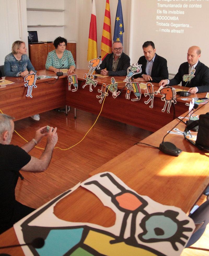 Imatge de la presentació de la nova fira dedicada al conte, ahir al matí, a l'Ajuntament de Sant Feliu de Guíxols.