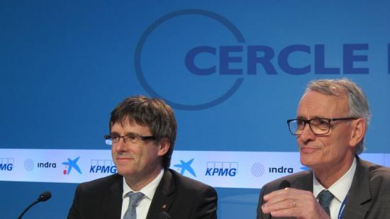 Carles Puigdemont, ahir a Sitges, amb el president del Cercle d'Economia, Antón Costas ep