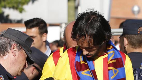 Un aficionat del Barça passant un control abans de la final de la copa. Foto:REUTERS